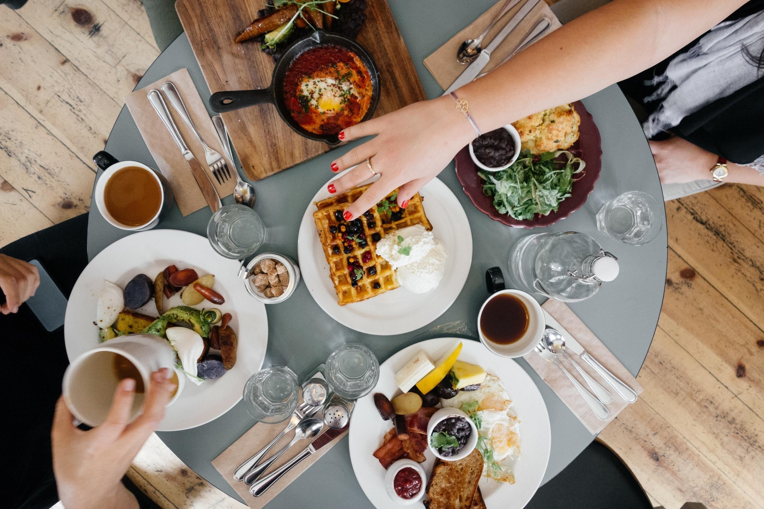 waffle-on-white-ceramic-plate-511763